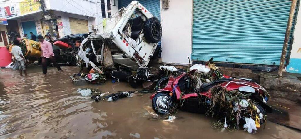 हैदराबाद की बारिश: बारिश से इलाके जलमग्न हो गए, घरों, वाहनों को तबाह कर दिया 2