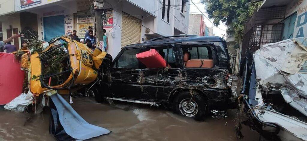 हैदराबाद की बारिश: बारिश से इलाके जलमग्न हो गए, घरों, वाहनों को तबाह कर दिया 1