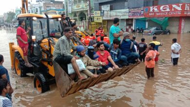 Photo of GHMC personnel carry out a rescue operation at Hafiz Baba Nagar