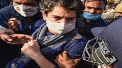 Photo of Male cop man handles Priyanka Gandhi; massive outrage on Twitter