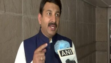 Photo of Manoj Tiwari slams Uddhav Thackeray on Providing free COVID-19
