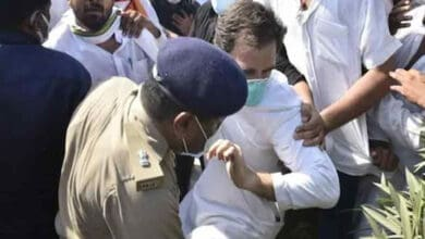 Photo of Rahul, Priyanka arrested while marching towards Hathras