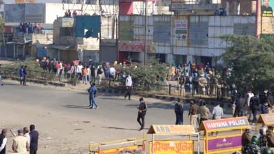 ALERT: Farmers at Singhu border retrace a few metres after police lob 9 tear gas shells