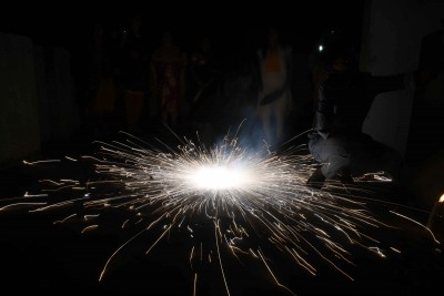 ALERT: Ban on firecrackers in cities/towns where air quality was 'poor' or above in Nov: NGT