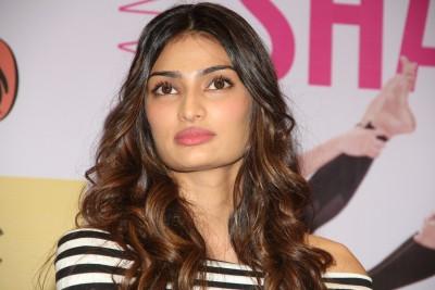 Athiya Shetty admits her Monday was a blur