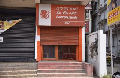 Bank of Baroda withdraws charges on deposits and withdrawals (Ld)
