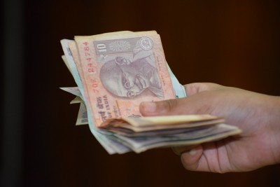 Banks to charge for deposits & withdrawals, Cong says 'Kamar Tod Tohfa'