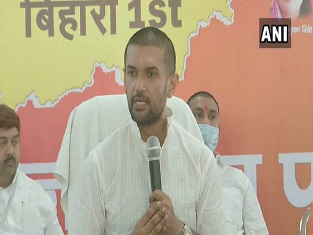 Paswan terms Nitish 'palturam', questions his silence on Munger incident
