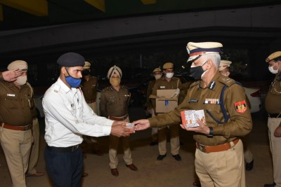 Delhi Police chief visits duty points on Diwali