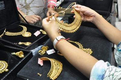 Dhanteras: Rs 320 cr sales lift slack jewellery biz in Gujarat