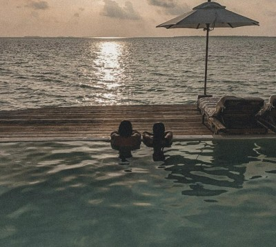 Farhan , Shibani find their happy place in Maldives