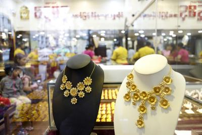 Gold, silver futures surge, gold above Rs 51K/10 gm