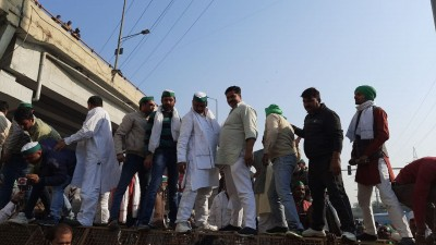 Govt drunk on power, not listening to crores of farmers: Cong