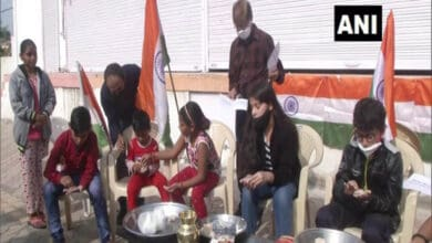 Photo of Children make earthen lamps in Jammu, boycott Chinese lights