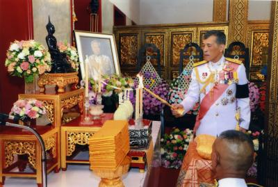 King calls Thailand 'land of compromise' amid anti-govt protests