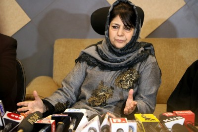 Mehbooba claims 'being detained again', denied press meet (Ld)