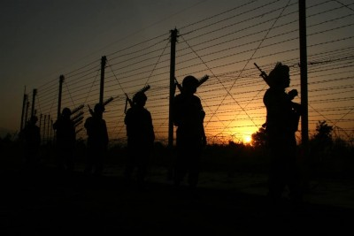 Pakistan violates LoC ceasefire in 3 Sectors in J&K (Ld)