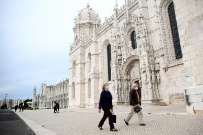 Portugal bans free movement between municipalities