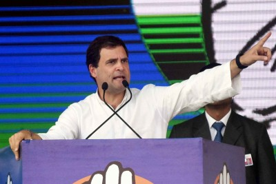 Rahul asks workers to provide food,shelter, support to farmers