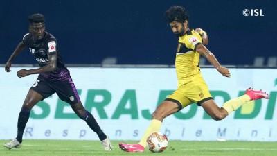 Santana's penalty helps Hyderabad off to winning start