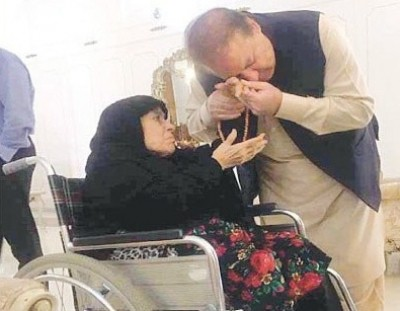 Sharif's mother passes away in London