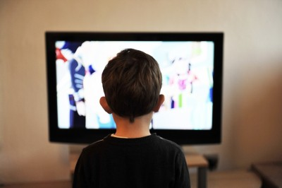 Study reveals how kids' screen time may up stress of parents