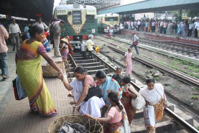 Suburban train service to resume in Bengal from Nov 11