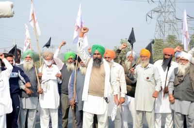 Thousands of farmers assemble at Haryana borders