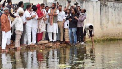 Photo of Uttam slams TRS Govt for ignoring inundated Osman Nagar