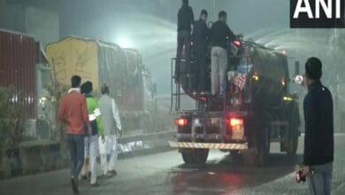 Photo of North MCD sprinkles water in Sadar Bazaar to control air pollution