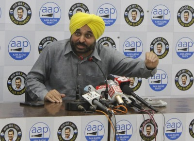 AAP MPs raise slogans against farm laws in front of PM