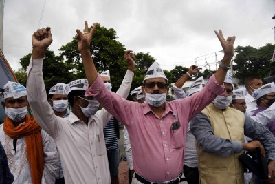 AAP workers rally at ITO in Delhi, demand to meet Kejriwal