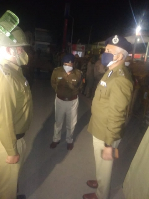 Amid stand-off between Centre and farmers, Delhi Police chief visits Tikri border