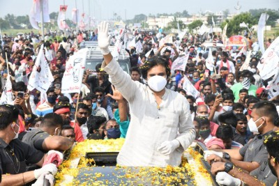 Andhra must give instant monetary relief to farmers: Pawan Kalyan