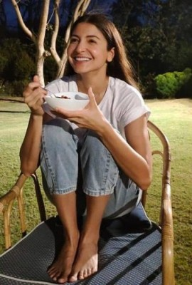 Anushka Sharma shares pregnancy woes in funny post