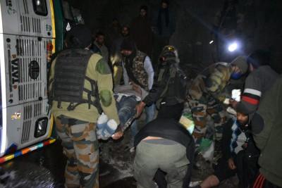 Army rescues 5 injured in accident on Jammu-Srinagar highway
