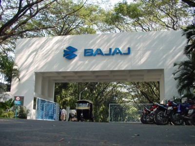 Bajaj Auto signs MoU with Maha to set up facility in state