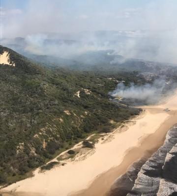 Bushfire sweeps popular Australian island