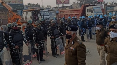 Delhi Police commissioner visits Singhu border
