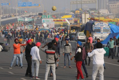 Farmers' sit-in continues on Jaipur-Delhi highway for 5th day
