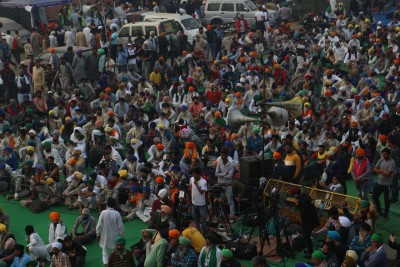 Farmers sticking to core demands ahead of talks with Centre