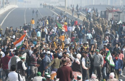 Ghazipur border closed from both sides as farmers block roads