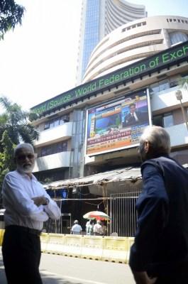 Global cues, renewed buying lift market; banking stocks rise (Ld)