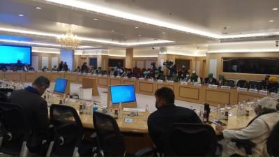 Govt-farmers Round 6: Talks underway to end deadlock