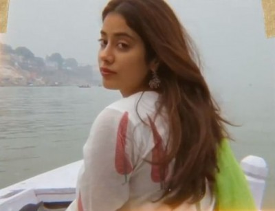 Janhvi Kapoor spends a 'fun' day at the beach