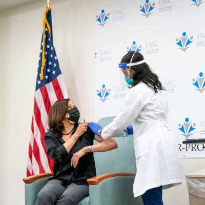 Kamala Harris receives Covid-19 vaccine