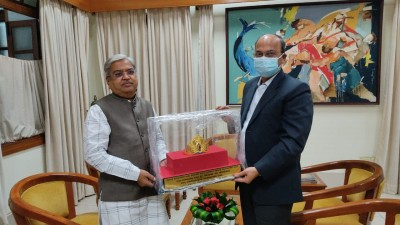 Karnataka Dy CM declares 140-gm gold crown gifted to him as state property