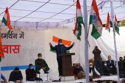 Kejriwal to join 'Kirtan Durbar' with farmers at Singhu border