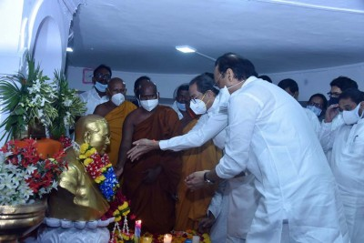 Maha leaders pay tributes to Ambedkar on 64th death anniversary