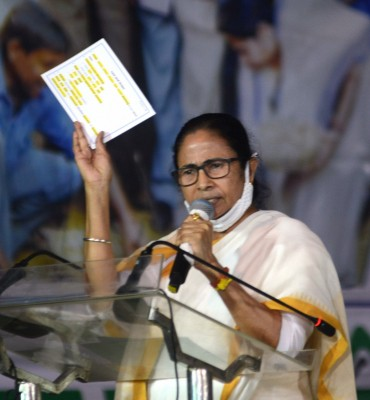 Mamata speaks to agitating farmers at Singhu border, assures full solidarity